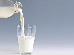 Giảm cân bằng cách uống sữa tươi không đường